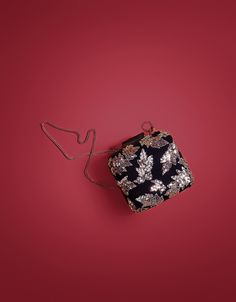 Gift Guide - Sequinned clutch - Bershka #clutch #purse #velvet #fashion #bag #accessories #bershka