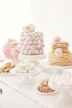How to Style Your Wedding Like Marie Antoinette ---the cylindrical croquembouche Croquembouche, Buffet Dessert, Dessert Bars, Dessert Tables, Brunch Buffet, Crepes Party, White Desserts, Party Decoration, Table Decorations