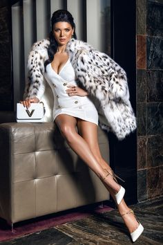 go fur it girls, she has the Dalmatian style. Mode Outfits, Sexy Outfits, Sexy Dresses, Fashion Outfits, Fur Fashion, Winter Fashion, Womens Fashion, Luxury Girl, Mode Chic
