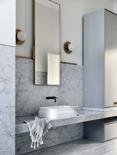 Dreaming of an extravagance or designer bathroom? We've gathered together plenty of gorgeous bathroom tips for small or large budgets, including baths, showers, sinks and basins, plus bathroom decor some ideas. Bad Inspiration, Bathroom Inspiration, Bathroom Interior Design, Home Interior, Bathroom Designs, Interior Livingroom, Interior Ideas, Bathroom Ideas, Bathroom Faucets