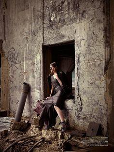 Karanlık Şehir | Dark City Vogue Turkey January 2011 Shot by: Mariano Vivanco Model: Ylonka Verheul