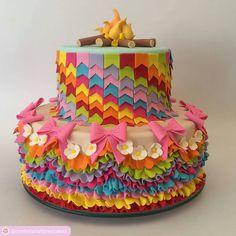 Ainda com inspiração junina... Bolo lyndoh e baphonico, parecido com o vestidos das dançarinas de quadrilha junina! Puro luxo!!!! #patotinhajp #festadosfilhotes #bolo #bolodecorado #boloartistico #bolosaojoao #bolojunino #cakeart #artcake #RepostSave @confeitariahoneycakes with @repostsaveapp ・・・ Pula fogueira iaia, pula fogueira ioio. Bolo festa junina #confeitariatematica #confeitariahoneycakes #confeitariapersonalizada #confeitariaartistica #confeitariaartesanal #festajunina #saojoao…