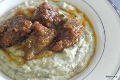 Πουρες Μελιτζανας με Μοσχαρακι.  Hünkar Beğendi Greek Recipes, Curry, Food And Drink, Favorite Recipes, Lunch, Beef, Chicken, Greek Beauty, Cooking