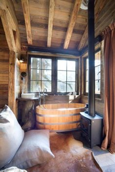 super mooie boshutten in zuid oost BelgieDe boomhut - 16 m² europeanhomedecor Tiny House Cabin, Cabin Homes, Log Homes, Cabin Bathrooms, Cabins And Cottages, Cabins In The Woods, Future House, House Plans, Sweet Home