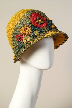 1920s - Yellow straw cloche