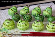 Caroline McFarlane-Watts: From Ghoulies and Ghosties polymer clay pumpins green Polymer Clay Halloween, Polymer Clay Projects, Polymer Clay Creations, Polymer Clay Art, Clay Clay, Theme Halloween, Halloween Village, Halloween Crafts, Halloween Decorations