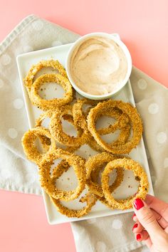Crispy oven baked onion rings recipe | How to make homemade onion rings that are crazy delicious and not fried!