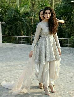 Patiala-Shalwar-With-Short-Frocks Classy Patiala Amazing Ways to Wear Patiala Salwar Stylish Dresses For Girls, Stylish Dress Designs, Designs For Dresses, New Dress Design, Designer Party Wear Dresses, Kurti Designs Party Wear, Indian Designer Outfits, Pakistani Dress Design, Pakistani Outfits