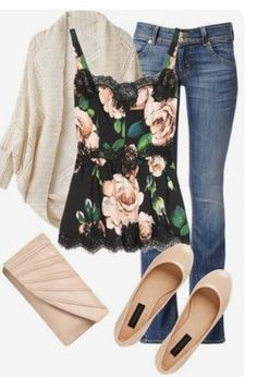 35 Stylish Street Style Outfit Ideas With Romantic Floral Blouses