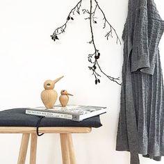 This beautifully displayed picture by @alexandrakrogsgaard makes us forget it's Monday #Bird #KristianVedel #wood #handmade #design #BeautifulDisplay #DanishDesign #decor #interior