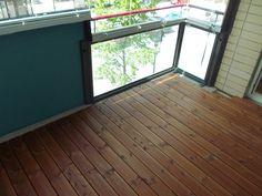 Unelmaparveke Oy toteuttaa näyttävän ja kestävän parvekelaudoituksen. Deck, Windows, Outdoor Decor, Home Decor, Decoration Home, Room Decor, Front Porches, Home Interior Design, Decks