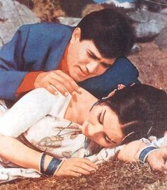 Rajesh Khanna and Sharmila Tagore. Bollywood News In Hindi, Bollywood Pictures, Bollywood Stars, Sharmila Tagore, Rajesh Khanna, Hindi Movies Online, Old Movie Posters, Vintage Bollywood, The Best Films