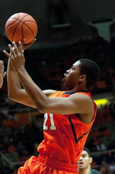 Illini guard Malcolm Hill (21) makes a basket during the first half while playing Chicago State.