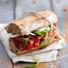 Discover the recipe of baguette sandwich bresaola, tomatoes, arugula, parmesan Italian Snacks, Italian Meats, Italian Pasta Recipes, Panini Sandwiches, Wrap Sandwiches, Sandwich Recipes, Snack Recipes, Baguette Sandwich, Italian Street Food