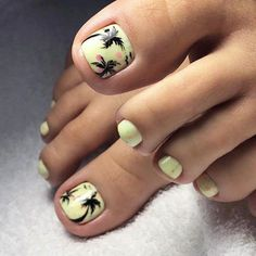 Tropical Nail Designs With Palm Trees For Toes The freshest and most beautiful nail designs for toes for the summer vacation. Tropical Nail Designs, Beach Nail Designs, Toe Nail Designs, Pretty Toe Nails, Cute Toe Nails, Gorgeous Nails, Beach Toe Nails, Summer Toe Nails, Yellow Toe Nails