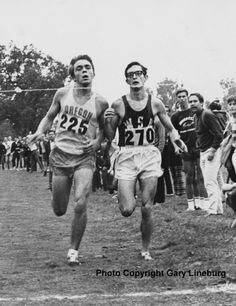 Coos Bay Prefontaine Memorial - Pre and Gerry Lindgren in perfect step. November 1969 First Pac 8 Champs Running Posters, Running Quotes, Sport Quotes, Girl Quotes, Sport Body, Sport Man, Sport Girl, Steve Prefontaine Quotes, Fit Women Bodies