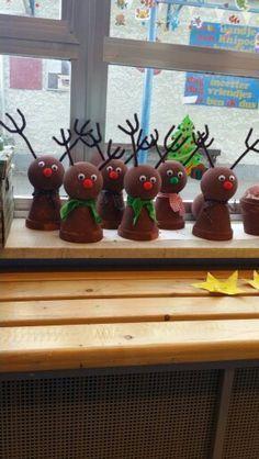rendier knutselen kerst - Google zoeken Cosy Christmas, Christmas Clay, Christmas Tree Cards, Christmas Crafts For Kids, Christmas Activities, Christmas Time, Daycare Crafts, Easy Crafts For Kids, Clay Pot Crafts