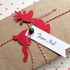 Christmas gift wrapping idea. Reindeer Gift Wrapping Tags gift embellishment. Original design by MyPaperPlanet
