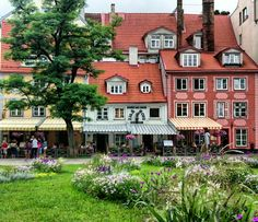 The beautiful streets of Riga, Latvia. #offthemap #Riga #Latvia #Europe #streets #beautifulhouses #old #town #wanderlust #fernweh #backpacking #travel #solotravel #femaletraveller #world #seetheworld #worldtravel #globetrotter