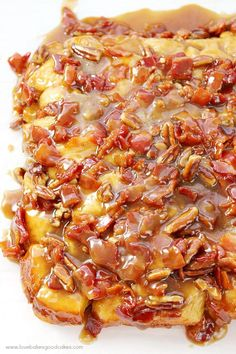 Bacon Monkey Bread Oh my gosh - this Maple Bacon Monkey Bread is AMAZING! It makes a great addition to a weekend breakfast!Oh my gosh - this Maple Bacon Monkey Bread is AMAZING! It makes a great addition to a weekend breakfast! Bacon Recipes, Brunch Recipes, Bread Recipes, Dessert Recipes, Cooking Recipes, Brunch Menu, Cooking Tips, Spicy Recipes, Dip Recipes