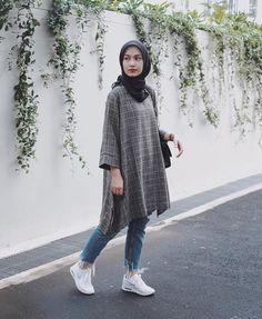 Hijab styles 609674868279396998 - casual outfit Source by yudindah Modern Hijab Fashion, Street Hijab Fashion, Muslim Fashion, Look Fashion, Teen Fashion, Fashion Outfits, Dress Fashion, Fashion Black, Hijab Casual