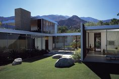 THE KAUFMAN DESERT RESIDENCE BY RICHARD NEUTRA