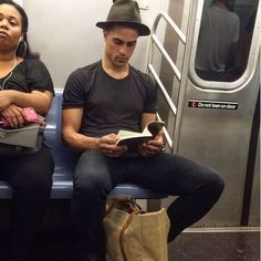 Instagram-Account-Shares-Hot-Dudes-Reading-Books Guys Read, Nyc Subway, Man Images, Books To Read, Reading Books, Man Crush, Book Worms, Author, Writers