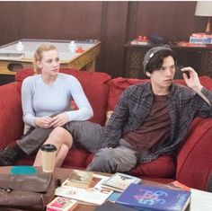 My favorite Archie Comics characters since childhood, the beautiful buddies Betty Elizabeth Cooper and Jughead Forsythe Jones! Played by Lili Reinhart & Cole Sprouse in the CW & Netflix series. Bughead Riverdale, Riverdale Memes, Thea Queen, Sabrina Carpenter, Archie Comics Characters, Riverdale Betty And Jughead, Archie Comics Riverdale, Zack Y Cody, Cole Spouse