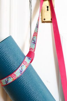 Homemade Holiday Gift Idea: Make A No-Sew Yoga Mat Strap — 2015 HOMEMADE HOLIDAY GIFT IDEA EXCHANGE: PROJECT #6