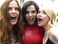 Love my girls #LanaParrilla #RebeccaMader #sdcc2016 #onceuponatime ❤️