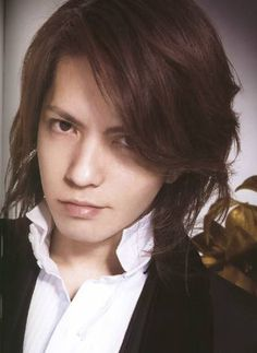 Hyde - the second pic. The tears flowed even harder. Beautiful Person, Beautiful Men, Beautiful People, Japanese Punk, Asian Eyes, Gackt, Bishounen, Flower Boys, Glam Rock