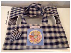 Portatorta in cotone a quadretti blu e beige con appliquè biscotti, by fattoamanodaTati, 20,00 € su misshobby.com