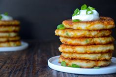 Cheesy Mashed Potato Pancakes: Don't want to eat the boring left-over mashed potatoes? Don't waste them, turn them into a delicious new meal. Leftover Mashed Potato Pancakes, Cheesy Mashed Potatoes, Leftover Mashed Potatoes, Mashed Potato Recipes, Potato Cakes, Cheese Potatoes, Cook Potatoes, Cheesy Recipes, Baked Potatoes