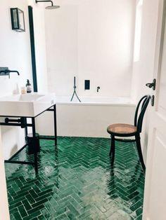 Badezimmer Home Decor home decoration design Beautiful House Images, Beautiful Houses Interior, Beautiful Beautiful, Green Bathroom Decor, Bathroom Interior Design, Bathroom Ideas, Green Bathrooms, Bathroom Black, Bathroom Mirrors