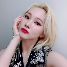Photo album containing 4 pictures of Mia K Pop, Pop Group, Girl Group, Eun Ji, Lesbian Pride, Yuehua Entertainment, Korean Bands, Twitter Update, Stage Outfits