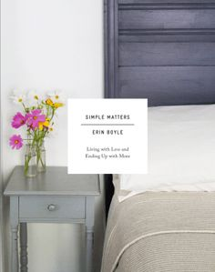 For anyone looking to declutter, organize, and simplify, author Erin Boyle shares practical guidance and personal insights on small-space living and conscious consumption. At once pragmatic and phi…