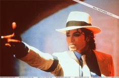 Michael Jackson in the set of Smooth Criminal Short film. (Launch for the Bad Album Michael Jackson Videos, Michael Jackson 1988, Janet Jackson, Michael Jackson Smooth Criminal, Beautiful Person, Beautiful Smile, Beautiful Things, Beautiful People, Mj Music