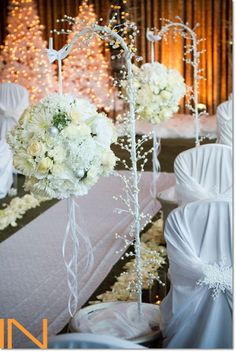 White flowers compliment this Winter Wedding at the Keystone Lodge. www.keystoneweddings.com www.inphotography.net