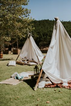 Stunning boho teepee for a picnic inspired camp destination wedding | image by Dearheart Photos #weddingreception #weddingreceptioninspo #receptioninspiration #receptiondecor #receptioninspo #weddingdecor
