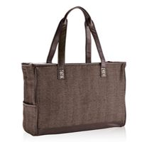 #HolidayGiftGuide 2014: The Cindy Tote from @thirtyonegifts is their signature bag that is named after the Founder & CEO, this is Thirty-One's most popular tote! #bags #tote #31gifts