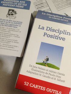 """Vous connaissez peut-être le livre de Jane Nelsen et Adrian Garsia """"la discipline positive"""" qui donne les clés pour éduquer nos enfants avec fermeté et bienveillance. Je viens de recevoir le paquet de 52 cartes outils que j'ai commandé sur le site de l'éditeur."""