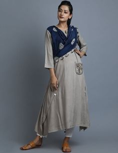 Beige Navy Rayon Cotton Kurta with Attached Tie and Dye Dupatta Simple Kurti Designs, Kurta Designs Women, Blouse Designs, New Kurti, Kurti Patterns, Indian Designer Wear, Indian Wear, Indian Outfits, Indian Fashion