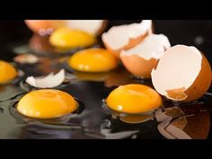 Ultimate egg tricks video showing 40 incredible edible egg tricks you can try in your home kitchen. Life hacks with eggs that are shown in this video: Pea. Egg Hacks, Food Hacks, Cake In Cup Microwave, Brunch, Super Egg, Fried Ham, Bacon Cups, Ham And Eggs, Incredible Edibles