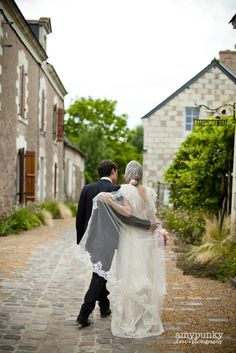 love this photo..arm in arm with her veil wrapped around:)Media   Delphine Manivet