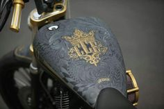 gold on flat black/grey paint. Custom Paint Motorcycle, Motorcycle Tank, Motorcycle Style, Custom Motorcycles, Custom Bikes, Custom Choppers, Moto Fest, Airbrush, Custom Tanks