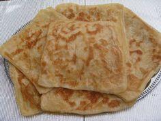 Kleine marokkaanse pannenkoeken. Msemen is een traditionele marokkaanse pannenkoek waarvan de hoofdingredienten bestaan uit griesmeel en boter.