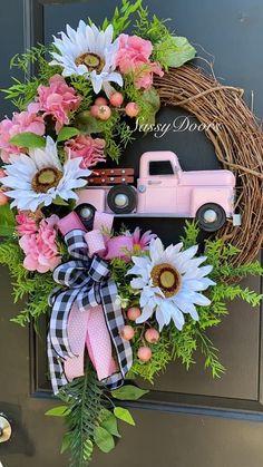 Hydrangea Wreath, Sunflower Wreaths, Floral Wreath, Wreath Crafts, Diy Wreath, Grapevine Wreath, Wreath Ideas, Holiday Wreaths, Mesh Wreaths