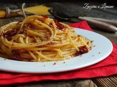 Gli spaghetti con la bottarga sono un primo piatto semplice che profuma di Mediterraneo. Pochi ingredienti per una esplosione di sapore.