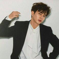 """좋아요 1,095개, 댓글 23개 - Instagram의 유승호 왕세자 (YOOPIES ID)(@yooseungho_seja)님: """"Ommonaaaa really handsome. YOO SEUNG HO oppa for Calender 2018 ^^ uhhh tahan gak liat pesona oppa…"""""""