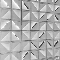 Hoje na Expo Revestir em São Paulo Cobogó Votú - projeto do Studio Arthur Casas para a @solariumrevestimentos // designed By Studio Arthur Casas - Cobogó Votú